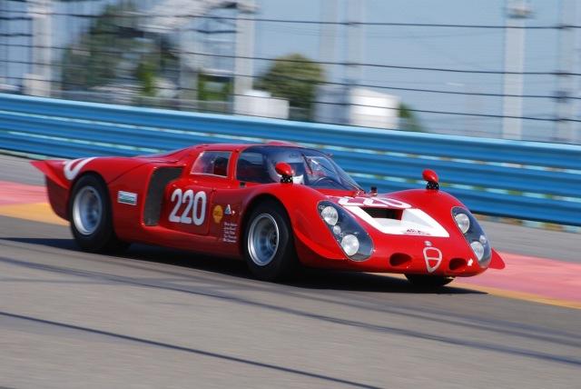 Jay Iliohan (#220), 1968 Alfa Romeo T33/2 Daytona.